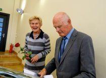 2019-09-26 Valdybos posėdis Janina Račkauskienė sveikina Algimantą Čitavičių